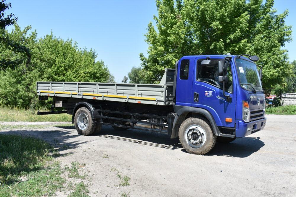 Бортовой автомобиль DAYUN CGC1120 (бортовой кузов 6000 мм)