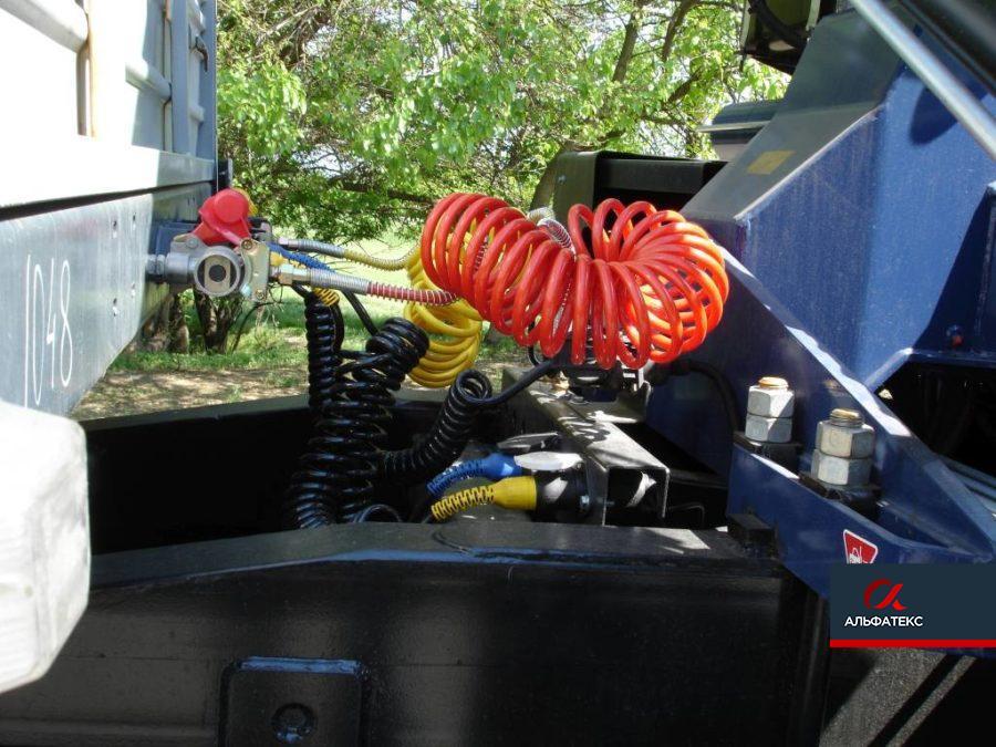 Седельный тягач МАЗ-5440C9 с КМУ Amko Veba 817
