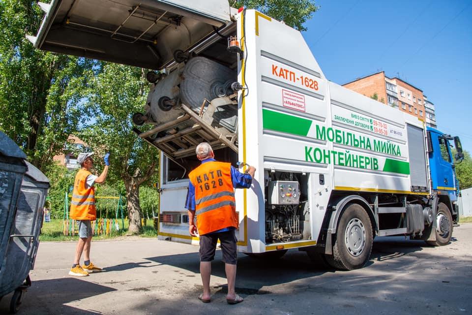 Мобильная мойка мусорных контейнеров от Кременчугского Завода коммунальной техники «АЛЬФАТЕКС» получила одобрительные отзывы за эффективную работу от полтавчан